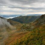 38. ...dolinę potoku Cărbunele schodzącego na południe do jeziora Iovanul...