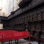 166. …i chór ze stallami z drewna orzechowego.