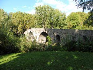 35. …do której weszliśmy po zabytkowym moście Puente de la Magdalena…