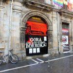 38. W stolicy Nawarry sporo było plakatów z żądaniem wolności dla kraju Basków.
