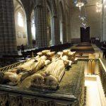 41. …a Karol III Szlachetny z żoną Leonorą przy niej spoczywa.