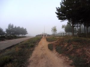 13. Rankiem podeszłyśmy na przełęcz pod Cruz de Ferro…