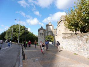 45. …zachowała się brama zachodnia dawnych murów miejskich.