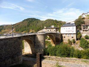 45. …po moście nad wodami rzeki Burbia…