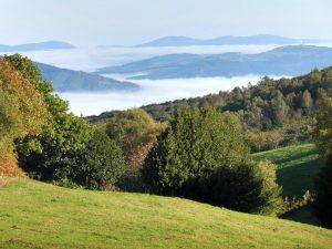 73. Z góry podziwiam doliny pokryte morzem mgieł.