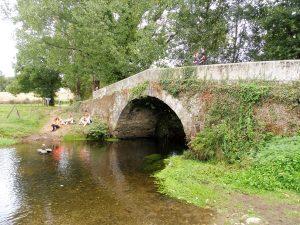 125. …Ribadiso de Baixo z Mostem Rajskim nad rzeczką Iso.