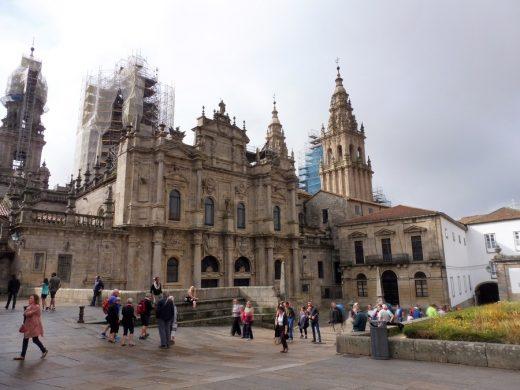 148. Tylko od północnej strony katedry św. Jakuba nie szpecą żadne folie.