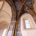 107. …ale odrestaurowano zachowane malowidła w nawie bocznej.