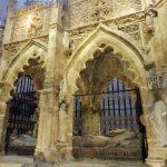 139. …jego gotycki sarkofag…