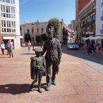 9. Przy Plaza de Martinez stały dekoracyjne pomniki…