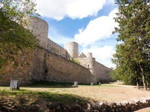 19. …z zabezpieczonymi ruinami zamku władców kastylijskich.