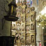 22. Wnętrze prezbiterium katedry z łaskami słynącym Chrystusem…