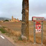 39. Gdyby nie mgła, na wzgórzu widoczne byłyby ruiny zamku hrabiów Castro.