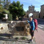 91. Z bramą-pozostałością po klasztorze San Facundo w tle…