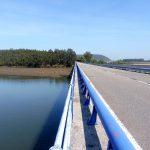 10. Po moście przekroczyłyśmy rzekę i ze wzgórza…