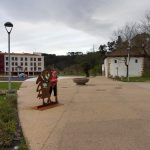 111. Rankiem opuszczałyśmy Guernikę obok pomnika pielgrzyma…