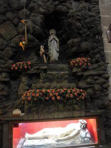 111. …zobaczyłyśmy po raz pierwszy Jezusa w grobie.
