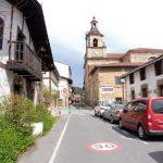 118. Miasto stanowi kilka uliczek biegnących do rynku, gdzie…