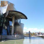 """131. …zwanego """"tytanowym kwiatem"""" architekta Franka Gehry'ego…"""