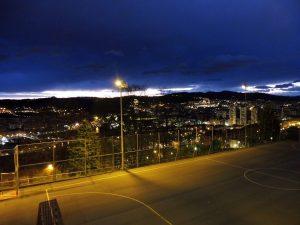 142. Rankiem kiedy ruszałyśmy Bilbao jaśniało nocnym światłem.