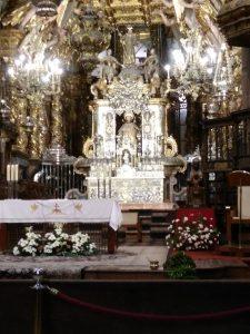 163. W kaplicy głównej św. Jakubowi towarzyszyła…