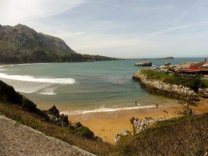 173. …nad rozległą zatoką, gdzie roiło się od surfingowców.