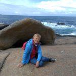 178. …pamiątkowa fotka przy skale w kształcie muszli…