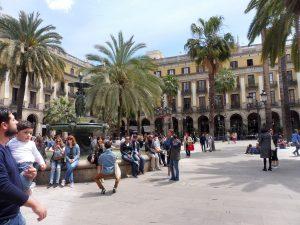190. …przeszłam na plac Real, dla którego latarnie projektował Gaudi.