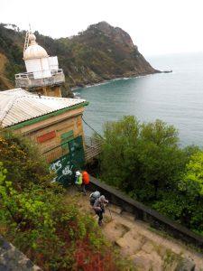 24. Kamiennymi schodami o niezliczonych serpentynach wspięłyśmy się…