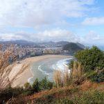 31. …San Sebastian położone nad dwoma sąsiednimi zatokami.