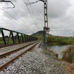 31. Za Boo przechodzimy na własne ryzyko mostem kolejowym…