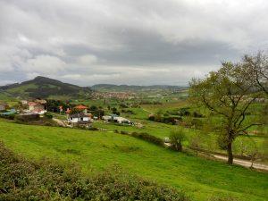 4. Ładnym pogórzem skrajem wiosek…