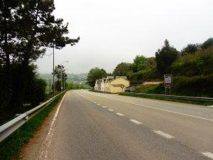 48. Rankiem po godzinie marszu doszłyśmy do miasta Navia…