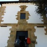 63. …na wzgórze z niewielkim kościółkiem…