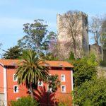 7. …z zamkiem San Martin na szczycie wzgórza…