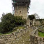 72. …na zabezpieczane ruiny zamku w Estradzie…