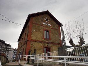 75. Alberg zajmował pomieszczenia budynku stacji kolejowej.