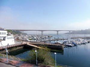75. Jeszcze tylko rzut okiem na port z mostem…