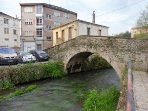 87. …po zabytkowym moście weszłyśmy do Lourenzy…