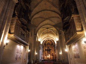 95. …z pięknym gotyckim wnętrzem…