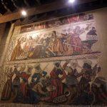 96. …i cennymi malowidłami, a którą zwiedza się jak muzeum.