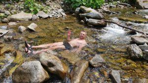 103. Niektórzy musieli zażyć wiosennej kąpieli.