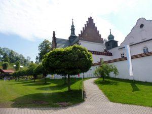 14. Oglądając kościół i klasztor od północy…