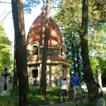 40. Nad cmentarzem nr 368 góruje kaplica cmentarna…