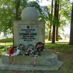 41. …a obelisk upamiętnia dowódcę, który zatrzymał pochód Rosjan na Kraków.
