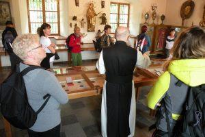 5. Obejrzeliśmy sprzęt liturgiczny i numizmaty…