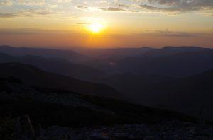 87. …ujrzeć wschód słońca nad doliną Łomnicy…