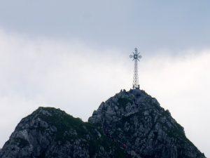 33. …z turystami na szczycie na zbliżeniu.