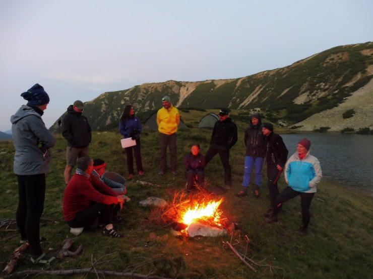 106. Wieczór znów spędziliśmy przy ognisku.