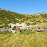 109. …zwijaliśmy namioty susząc je na jałowcach.